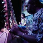Ninki-Nanka-&-Sirifo-Kouyate---actuacion---dia-convivencia-intercultural-mosquito-club---huelva-cantantes