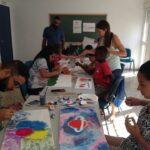 Taller de pintura con los y las participantes de los programas Ítaca Joven y CaixaProinfancia